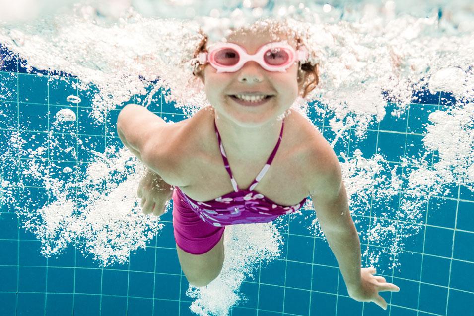 Mädchen_Schwimmbad_2