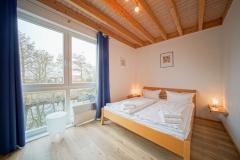 Schlafzimmer im 1. Stock mit Doppelbett